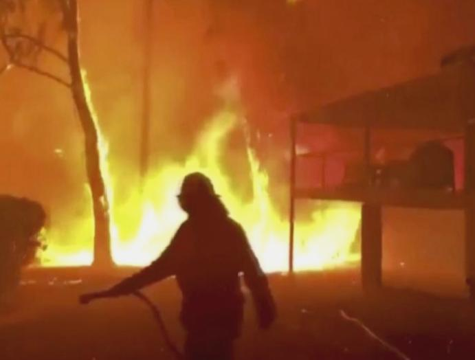 Australia wildfires: Scott Morrison offers paid firefighters backlash