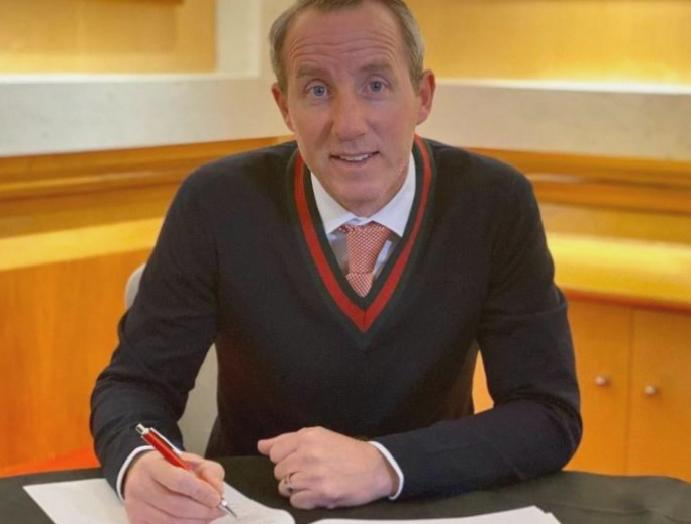 Charlton Athletic Lee Bowyer agrees three-year owners