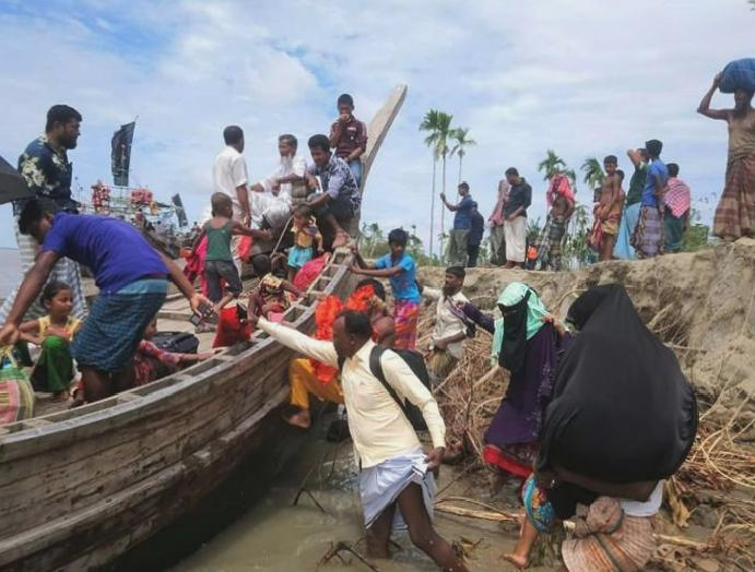 Cyclone Amphan: Hundreds thousands evacuated India Bangladesh brace strongest recorded Bay Bengal