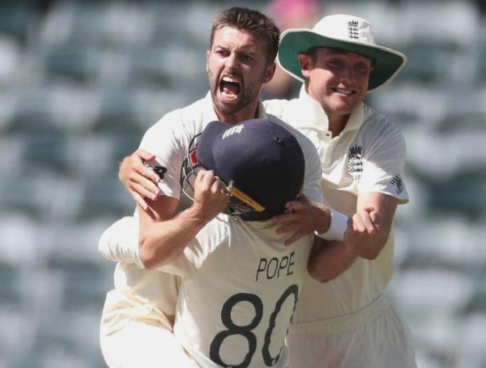 England clinch South Africa capitulate