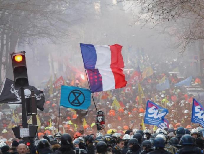 French clash firefighters Paris streets protests