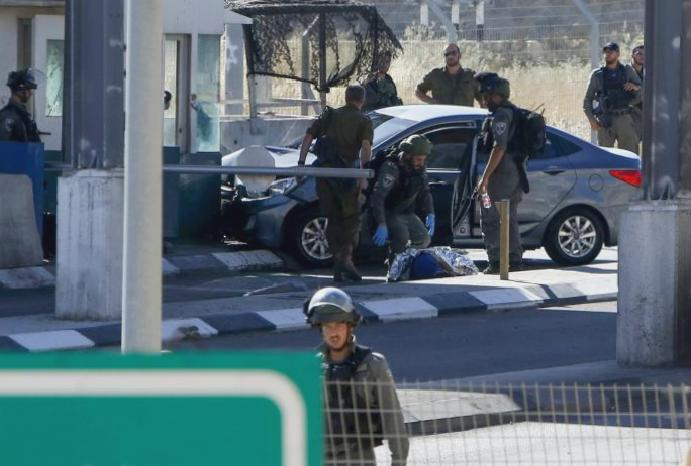 Israeli forces Palestinian negotiator accused ramming checkpoint