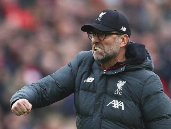 Jurgen Klopp shows celebrating Liverpool linesman's