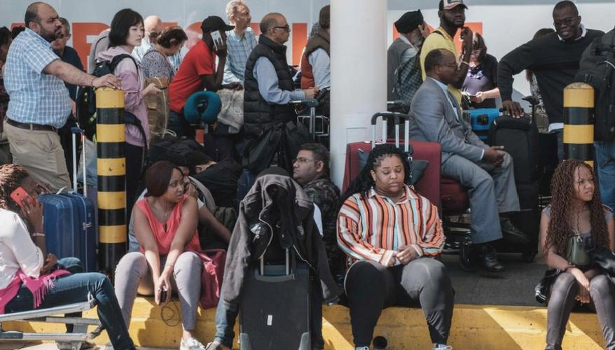 Kenya strands thousands passengers