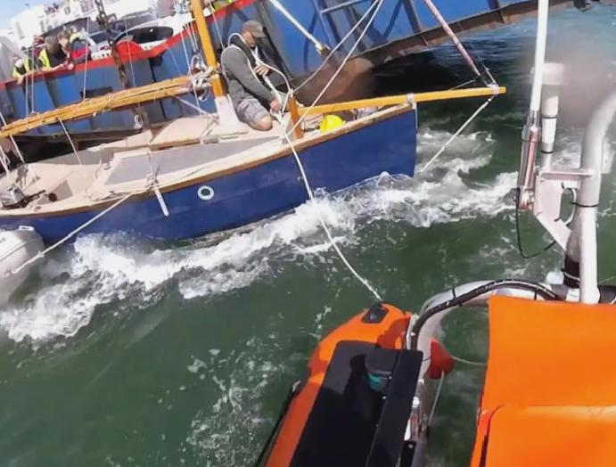Lifeboats sent yacht entangled ferry