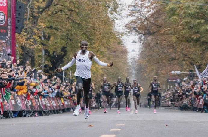 Nike ZoomX Vaporfly: What are shoes Eliud Kipchoge wore 1.59 marathon are controversial?