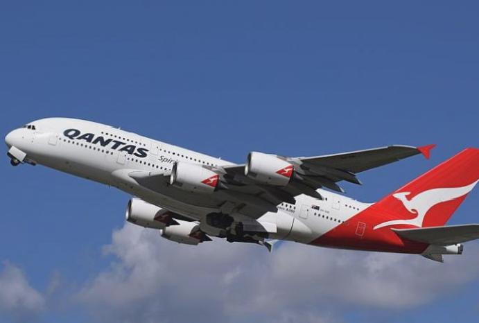 Qantas flies world's A380 Australia London