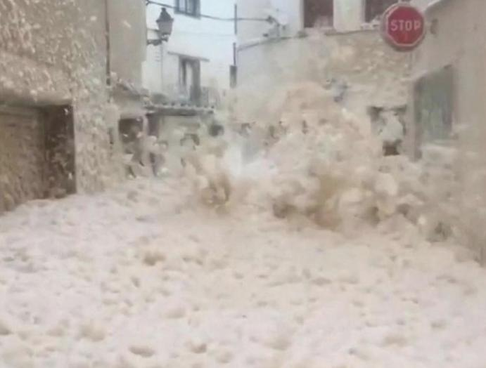 Storm Gloria: Streets submerged foam Spain floods tidal surge sweeps miles inland