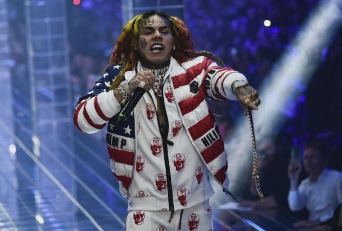 Tekashi 6ix9ine teases gives videos confinement