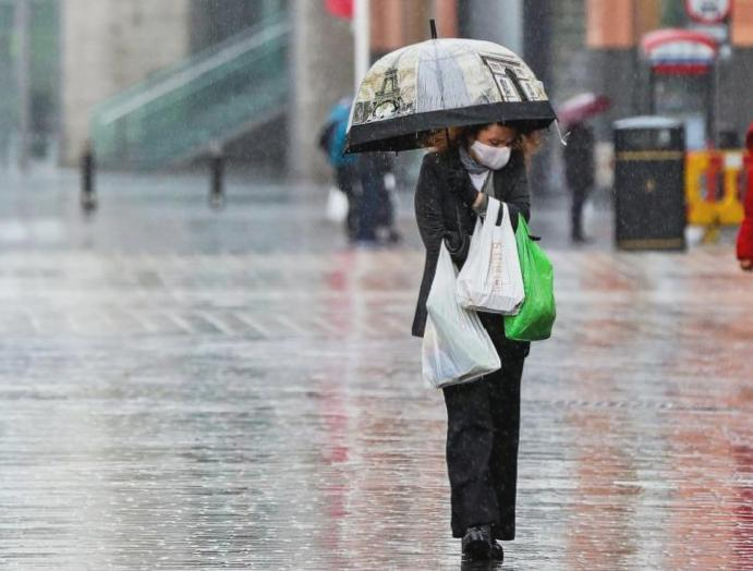 UK news: Heavy showers temperatures forecast