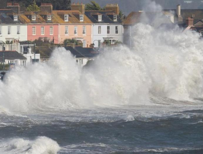 UK weather: Storm Ciara 80mph winds Met Office issues warnings
