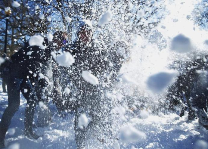 US considers reversing snowball fights