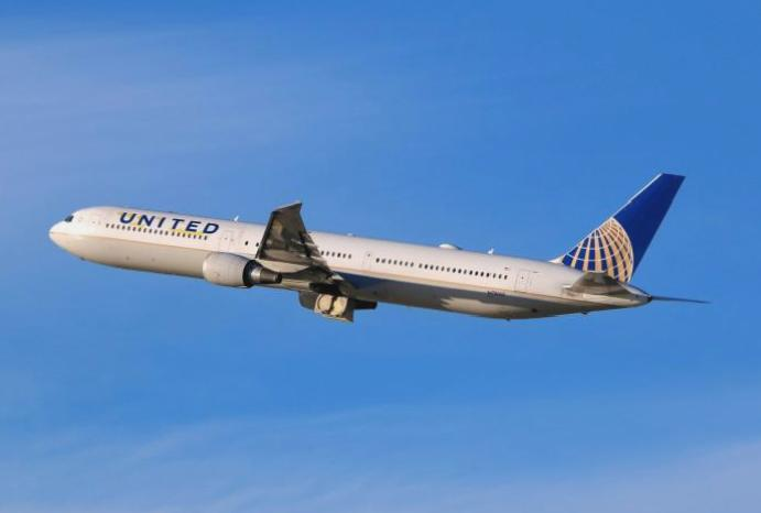 United pays passengers $10,000 downgrade overbooked