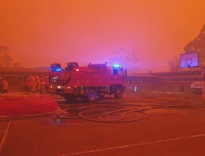 'Simply terrifying': Bright haze shrouds 2.30am Australia wildfires